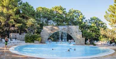 Camping corse ghisonaccia camping village club corse for Camping corse bord de mer avec piscine