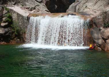 Camping canyoning corse sud